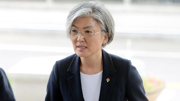 강경화 외교장관, 휴가 중단하고 업무 복귀