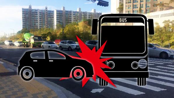 시내버스 들이받은 승용차, 버스정류장 덮쳐 3명 부상