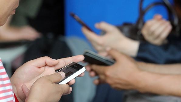 """국민 64.3% """"스마트폰 없으면 일상생활에 지장"""""""