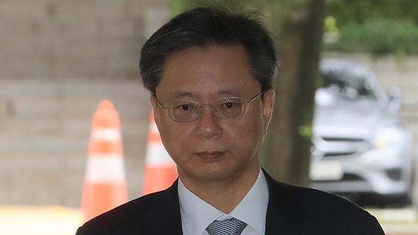 """법원, 우병우측 증인에 직권으로 압수수색 영장 발부…""""증거인멸 우려"""""""