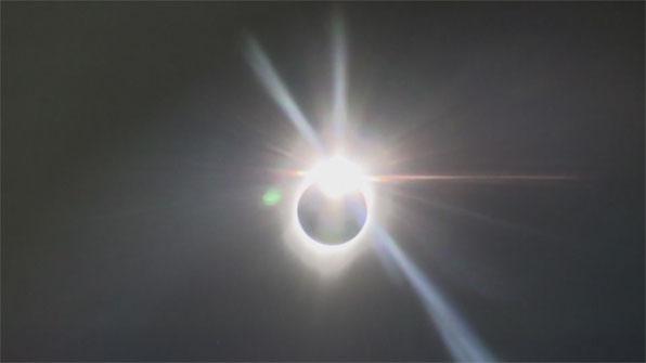 [영상] 비행기에서, 과자상자로…99년 만의 '다이아몬드 링'