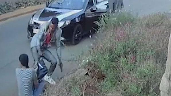 [고현장] 총 든 강도에 맞선 女, 가방에 무엇이 들었기에?