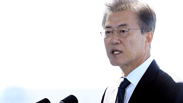 """文대통령 """"북핵 맞서 자체 핵개발·전술핵 재반입 동의 못해"""""""