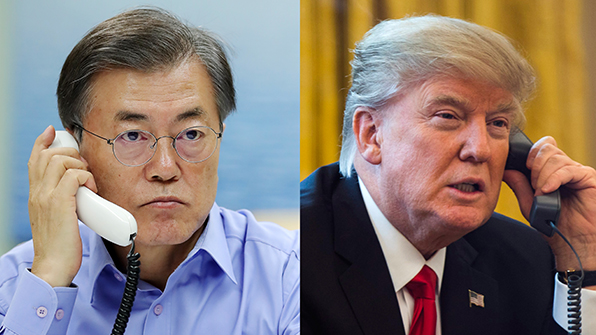 """文 대통령, 트럼프와 통화…""""北에 더 강력한 실효적 제재와 압박"""""""