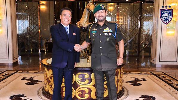 北, 말레이 왕세자에 '영공출입권' 선물…관계개선 러브콜