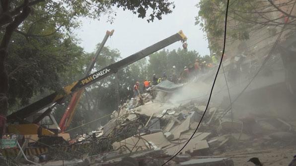 """[고현장] """"저 여기 있어요""""…멕시코 지진 극적인 구조 순간"""
