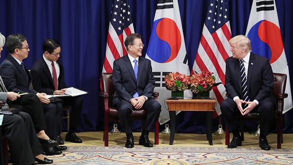 """트럼프 """"한미 무역협정 개선 노력…초점은 북한 문제"""""""