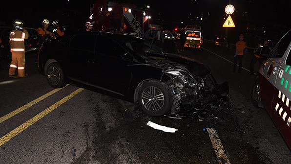 서울 금화터널 입구에서 4중 추돌사고…4명 부상