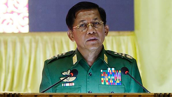"""미얀마군 최고사령관 """"로힝야족이 이슬람 사원 테러"""" 주장"""