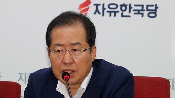 """홍준표 """"정치보복 여념 없으면서 靑 회동하자는 건가"""""""