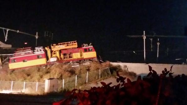 '평창' 앞둔 경강선 정비선로에서 장비점검열차 탈선
