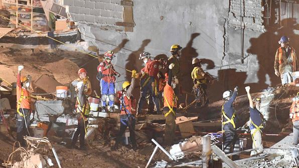 """사그라드는 멕시코 강진 생존자 희망…""""그래도 구조는 계속"""""""