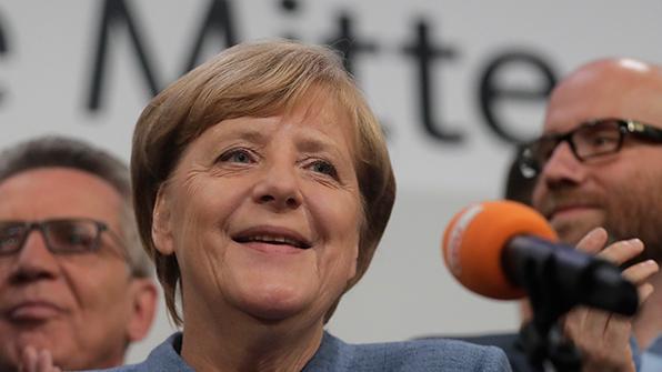 """메르켈 """"AfD, 정책에 어떤영향 못줄 것""""…野택한 사민당에 손짓"""
