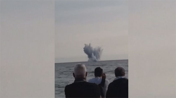 [고현장] 에어쇼 하던 전투기, 바다로 '곤두박질'…조종사 숨져
