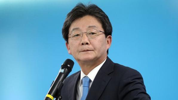 """유승민, 한강 기고문 靑 페이스북 게시 """"관련자 전원 해임해야"""""""