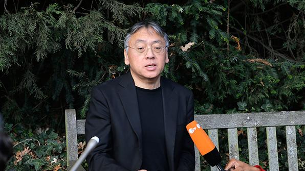 日, 노벨문학상 수상 '일본계 영국인' 서훈 논란
