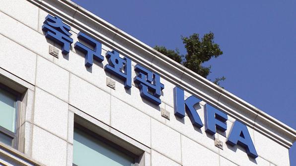 뒷걸음질 한국축구…뒤로 숨은 수뇌부가 '총체적 위기' 자초