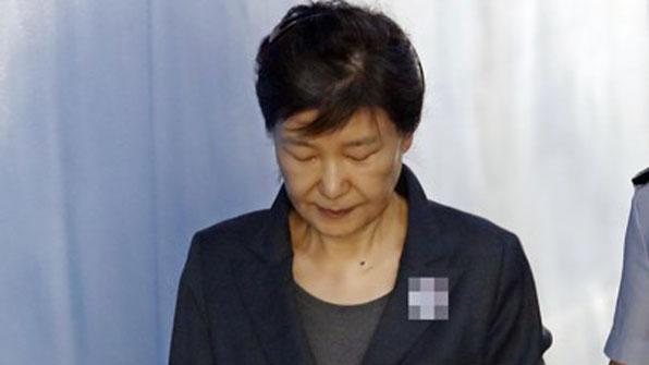"""""""법치 이름 빌린 정치 보복""""…법정서 처음 입 연 박근혜"""