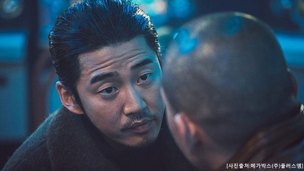 "[K스타] 윤계상 ""어떻게 이런 일이""…'범죄도시' 400만 돌파 감격"