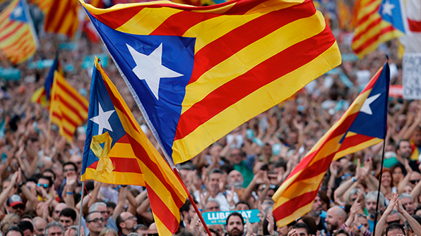 카탈루냐, '자치권 박탈'에 강력 반발…45만 명 운집 대규모 시위