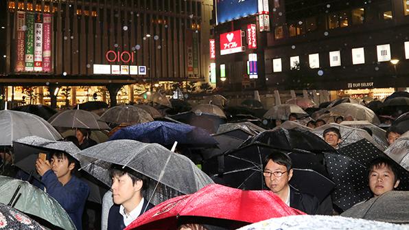 초대형 태풍 '란' 일본 접근…수십만 명 피난(준비) 권고
