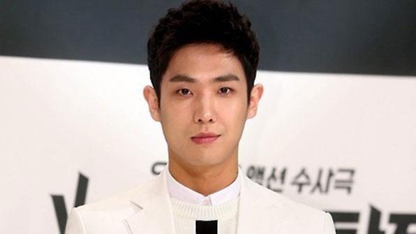[K스타] 김수현 이어 이준도…스타들 잇따라 '현역 입대'
