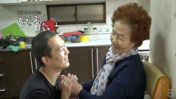 뇌종양 손자·치매 할머니…희망을 노래하다