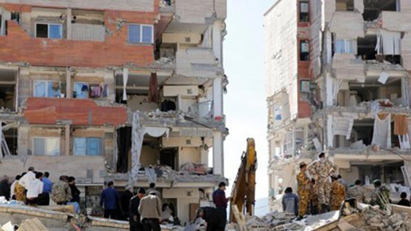 """이란 강진도 인재 논란…""""정부건립 저소득자 주택만 와르르"""""""