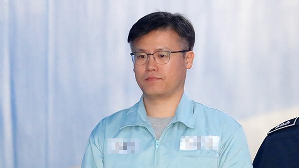 '靑 기밀 문건 유출' 정호성 1심 징역 1년 6개월