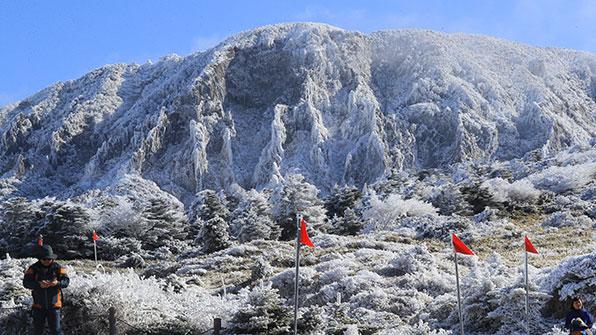 제주 한라산 최고 5㎝ 눈…최저기온 영하 5.6도