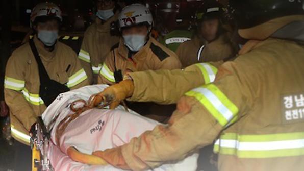 충북 청주 교차로서 화물차 3대 추돌…1명 사망