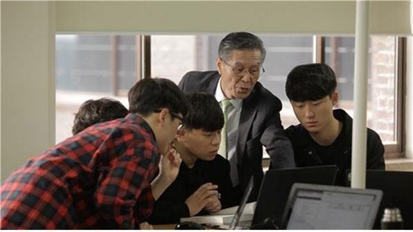 교재·필기·시험 없는 '3無 수업'…'교수님은 변신 중'