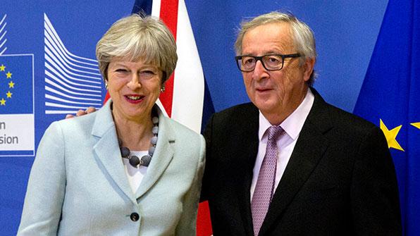 英 총리, 'EU에 굴복' 비판에 '주고받기식 협상한 것' 반박