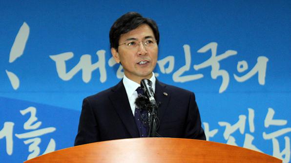 """안희정 """"3선 도전 안한다…현재로선 보궐선거 출마 고려하지 않아"""""""