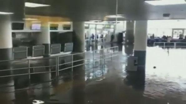 [고현장] 살인 한파에 JFK공항도 '물바다'…승객 수천 명 발 묶여