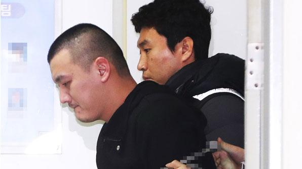 """'용인 일가족 살해범' 얼굴 첫 공개…""""어머니 재산 노렸다"""""""