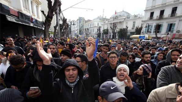 시위에 긴장한 튀니지 정부, 빈곤층 지원책 발표