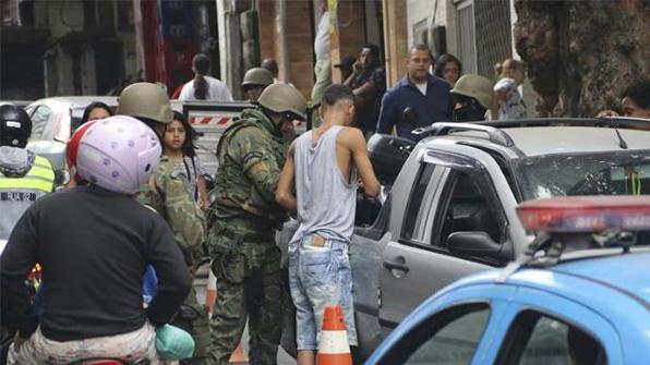 브라질 리우 카니발 총격전으로 얼룩…경찰관 5명 사상