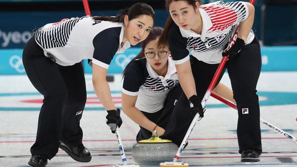 여자 컬링, 세계 최강 캐나다 꺾었다…8대 6으로 승리