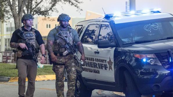 """""""플로리다 총격범, 백팩에 총탄 발견돼 학교서 쫓겨나"""""""
