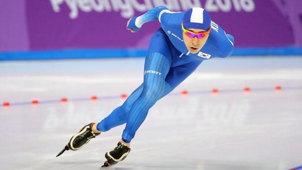 [속보] 이승훈, 빙속 1만m 12분55초54…'개인 최고 기록' 현재 2위