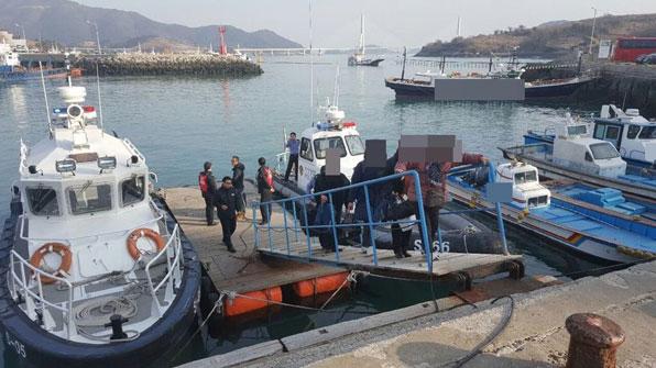 여수서 33톤급 도선 표류…섬 귀성객 등 13명 구조