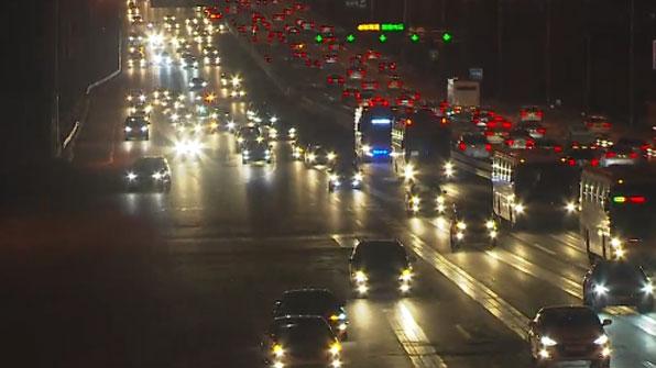 고속도로 정체 점차 해소…내일도 '북적'