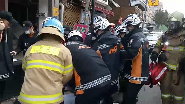 인천 상가주택 3층서 불…40대 주민 중태