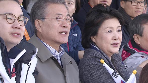 文 대통령 패럴림픽 참가 北 선수단 만나 격려