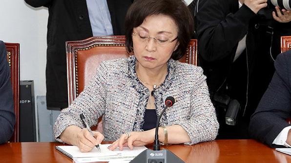 '바른미래 소속 평화당 대변인' 장정숙, 유승민 비판 논평