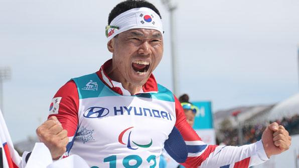 '설원의 철인' 신의현 드디어 해냈다!…패럴림픽 사상 첫 금메달 '쾌거'