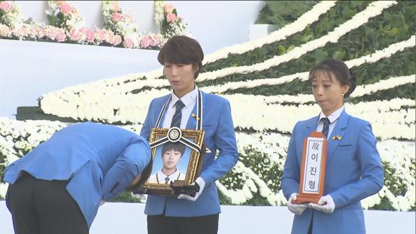 [영상] 4년 만에 봄 햇살 아래로…세월호 희생자 진혼식