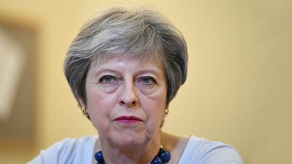 """메이 영국 총리 """"시리아 공습 정당""""…야당 """"의회 논의 거쳤어야"""""""