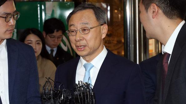 '정치자금법 위반' 혐의…황창규 KT 회장 경찰 출석